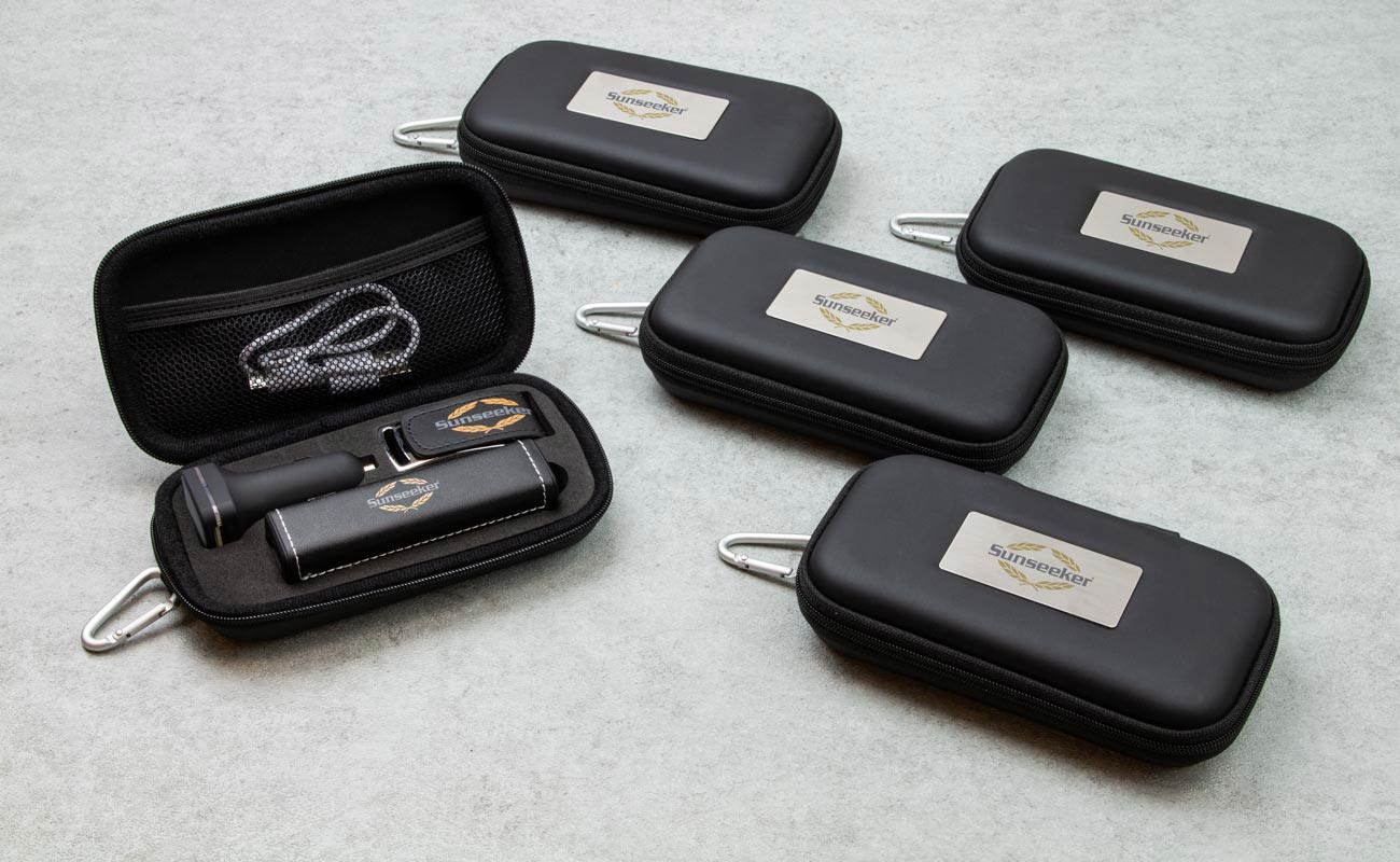 Leather M - USB Stick Bedrukken, Powerbank Bedrukken en Custom Car Charger