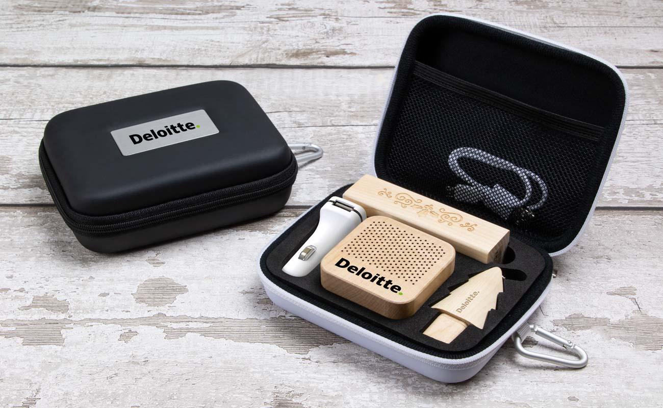 Noel L - USB Stick Bedrukken, Powerbank Bedrukken, Custom Car Charger en Luidspreker Logo